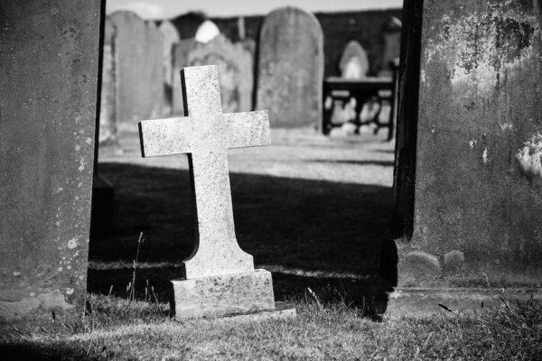 Pourquoi les protestants ne prient pas (pour) les morts ?